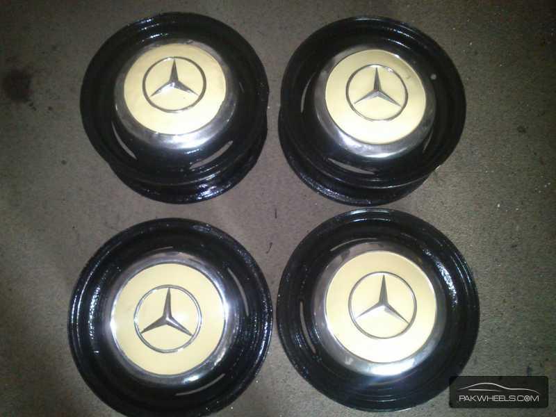 Mercedes benz original 13 inch rims hubcaps fintail for Mercedes benz original wheels