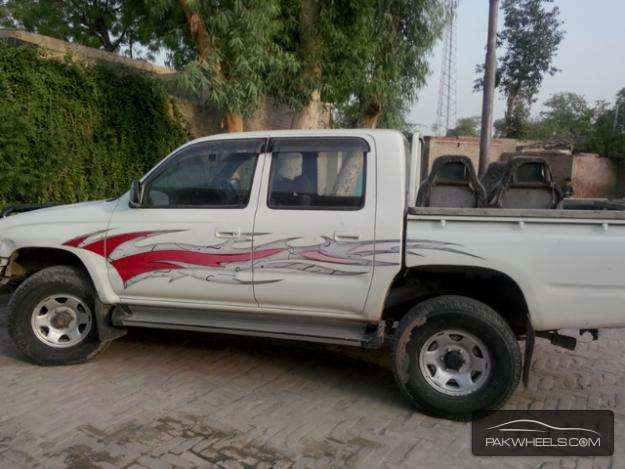 Toyota Hilux 2000 for Sale - 4468986