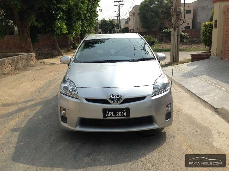 prius for sale in lahore pakwheels. Black Bedroom Furniture Sets. Home Design Ideas