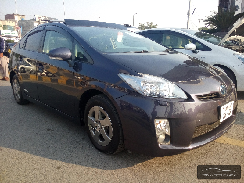 used toyota prius 2011 car for sale in lahore 1001484 pakwheels. Black Bedroom Furniture Sets. Home Design Ideas