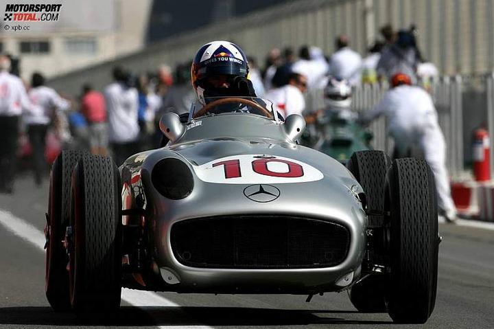 -Formula 1  - Season 2010 - - 48131attach