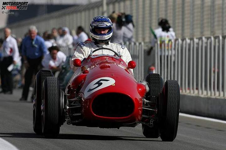 -Formula 1  - Season 2010 - - 48135attach