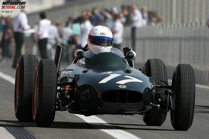-Formula 1  - Season 2010 - - 48136attach