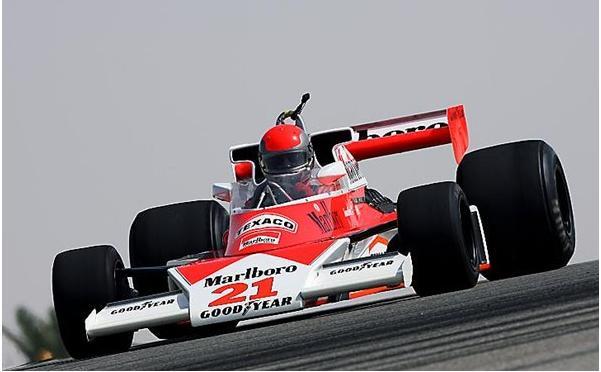 -Formula 1  - Season 2010 - - 48146attach