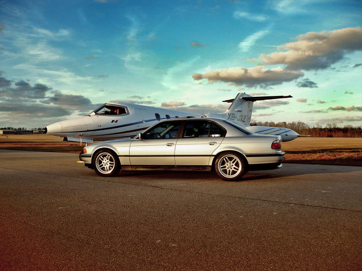BMW E38, ce mythe  65694-BMW-E38---Elegance-Personified-e38-side